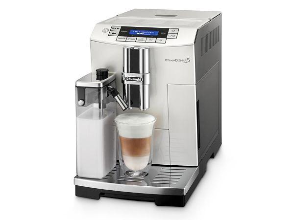 кофемашина с кувшином для молока