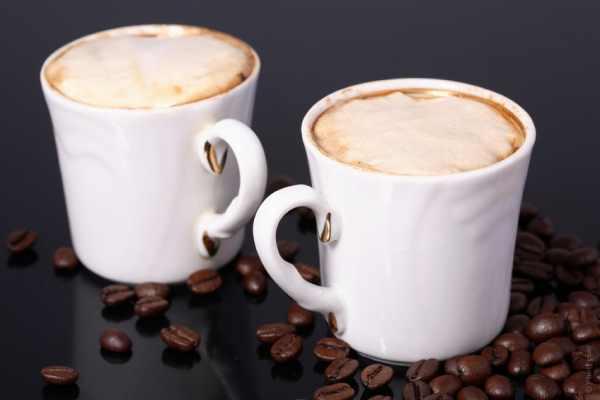 кофе с амаретто, миндалем и бренди