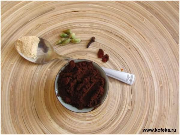 помол кофе со специями для приготовления в турке
