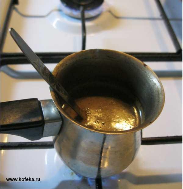 кофе в джезве на плите