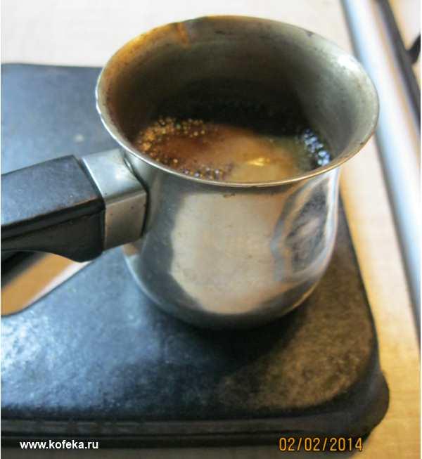 приготовление кофе в джезве